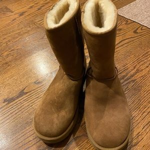 Ugg Classic Short Boot in Chestnut - Size 10